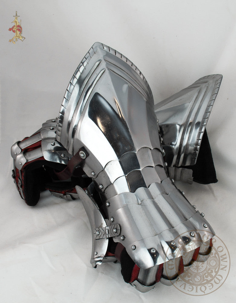 Tudor gothic gauntlets 15th century