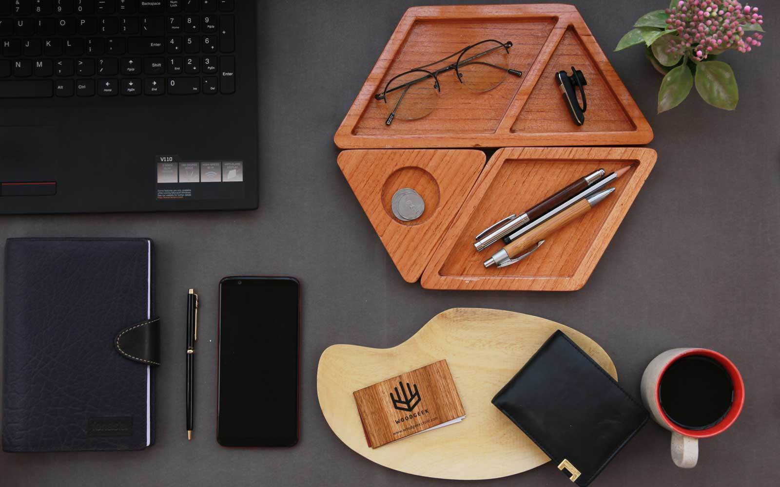 Office Accessories Of Wood, To Lift The Office Mood/ Woodwork, Good Work