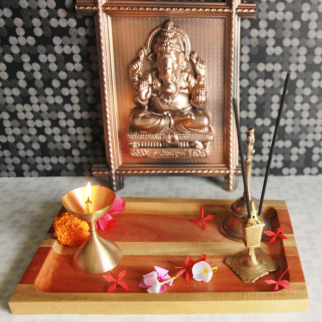 Wooden Ganesh Puja Thali. This Wooden Decorative Tray Can Be Used As Puja Thali. Looking for Ganesh Chaturthi Gifts Online? These Wooden Trays Make Great Ganesh Chaturthi Gifts. Wooden Tray Are Best Gifts For Ganpati Festival.