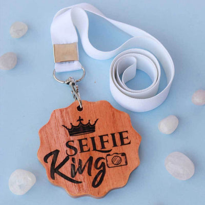 Selfie King Engraved Medal. A funny award for the selfie king of your life. This wooden medal makes great presents for friends. These wooden medals are funny gift ideas for brothers.
