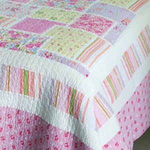 Floral Pink Rose Print Girl Bedding Full/Queen Quilt Set - Detail