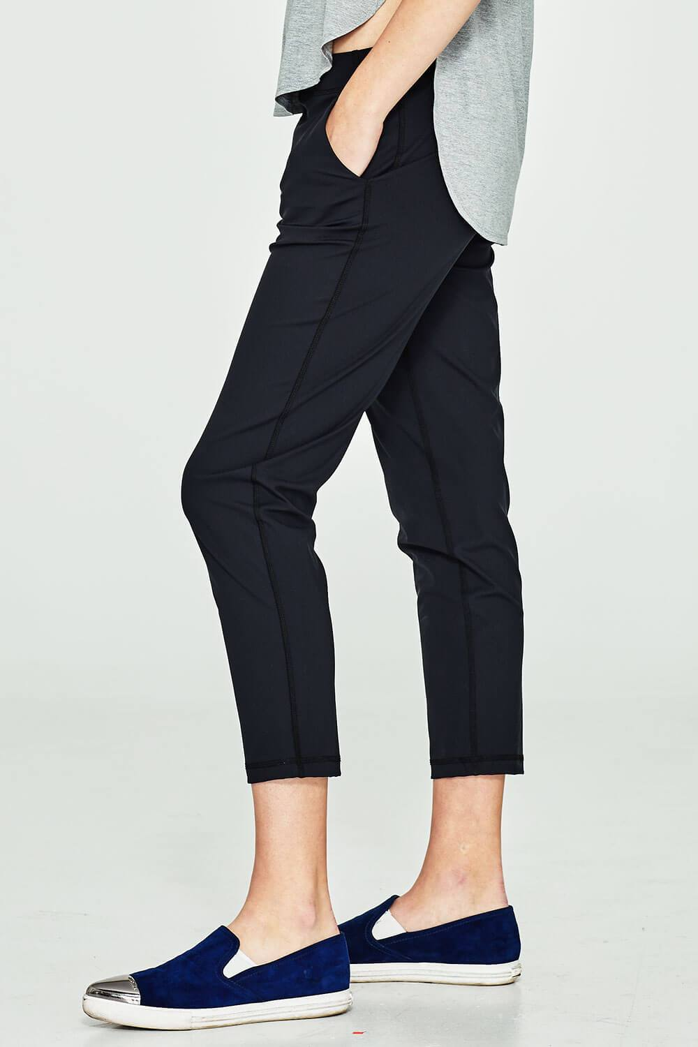 Dailo Pant - Tonic UAE Dailo Pant - Athletic Wear Tonic UAE - tonic athletic apparel Tonic UAE - tonic UAE