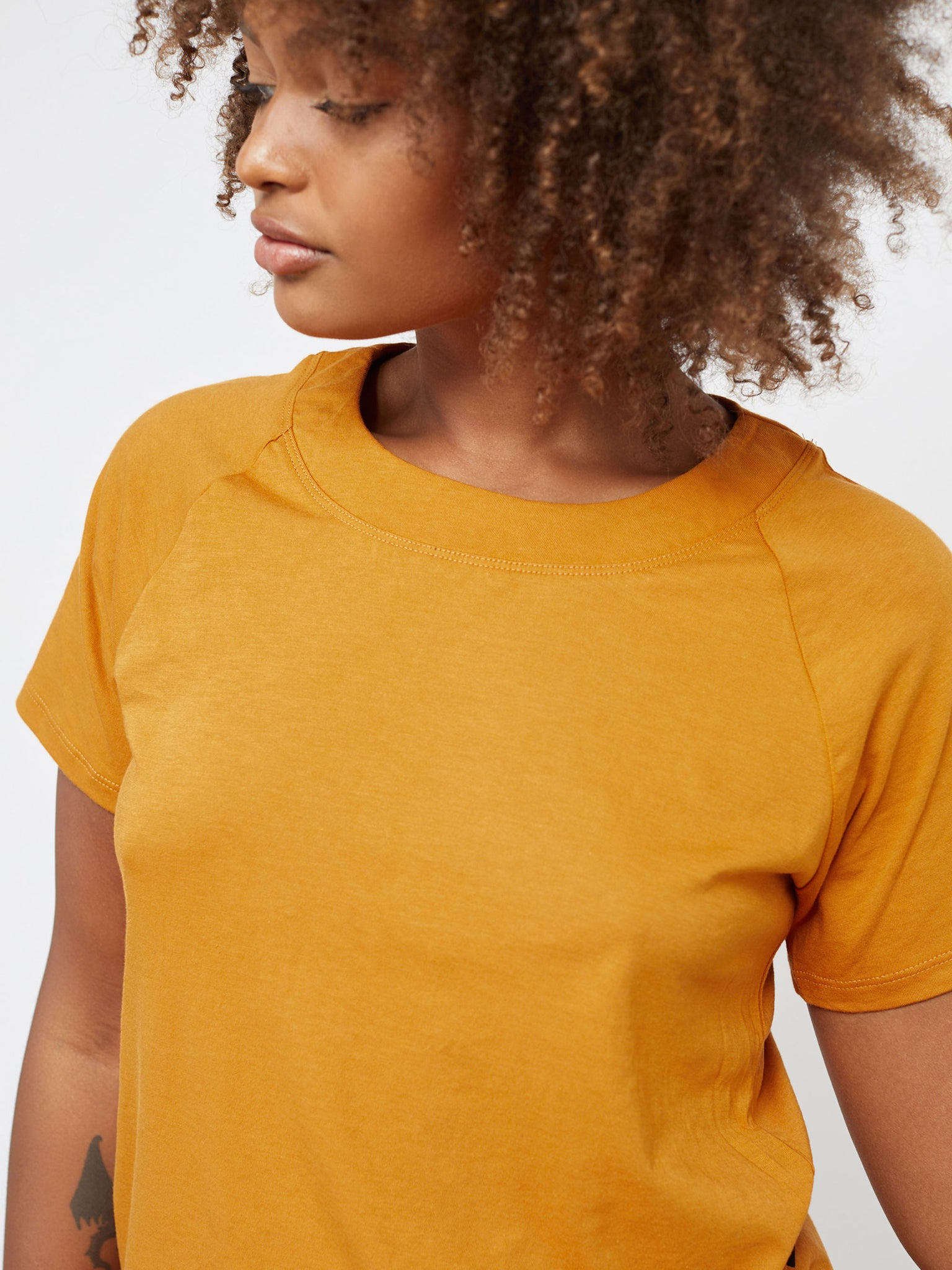 GOLDEN RAEGAN TEE