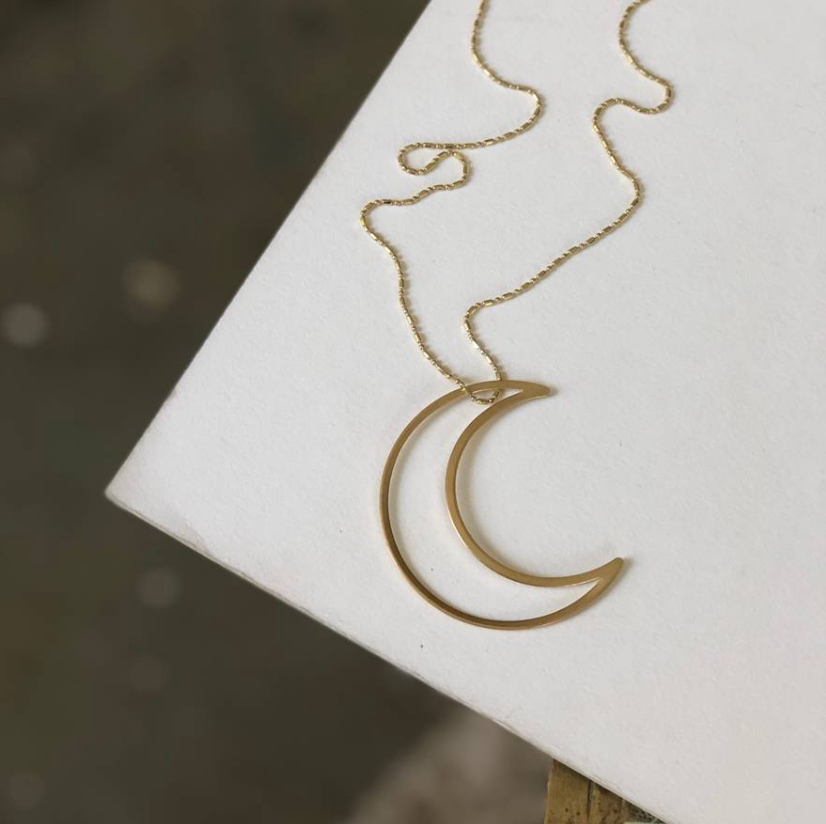 << MOON BEAM >> DELICATE MOON NECKLACE