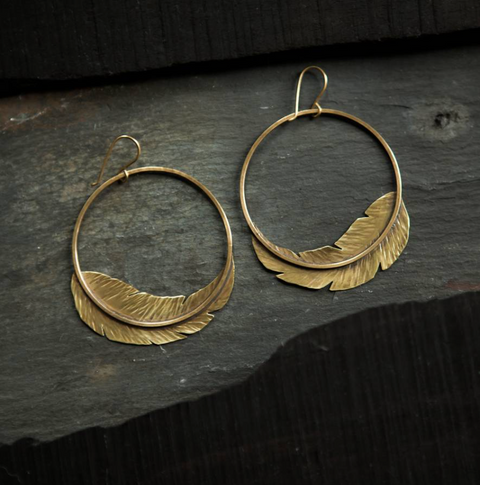 << LIGHT AS A FEATHER >> HOOP EARRINGS