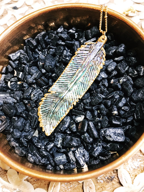 << GOLD PLATED ABALONE SHELL FEATHER >> PENDANT