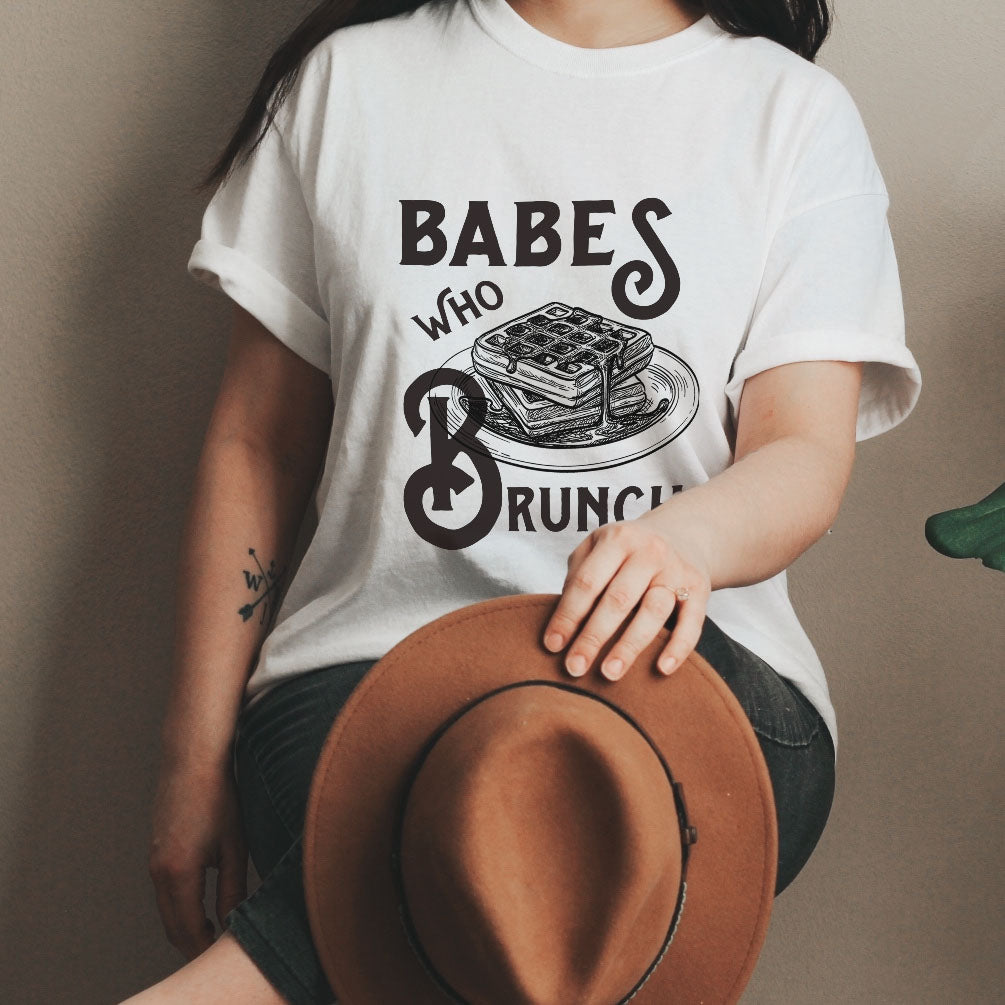 « BABES WHO BRUNCH » CREAM UNISEX TEE