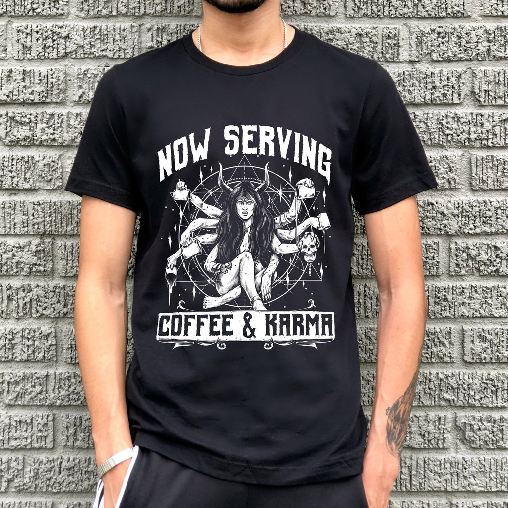 « NOW SERVING COFFEE AND KARMA » MENS UNISEX TEE