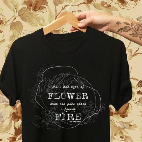 « SHE'S THE TYPE OF FLOWER » WOMEN'S SLOUCHY OR UNISEX TEE