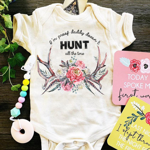 « I'M PROOF DADDY DOESN'T HUNT ALL THE TIME (GIRL) » BODYSUIT