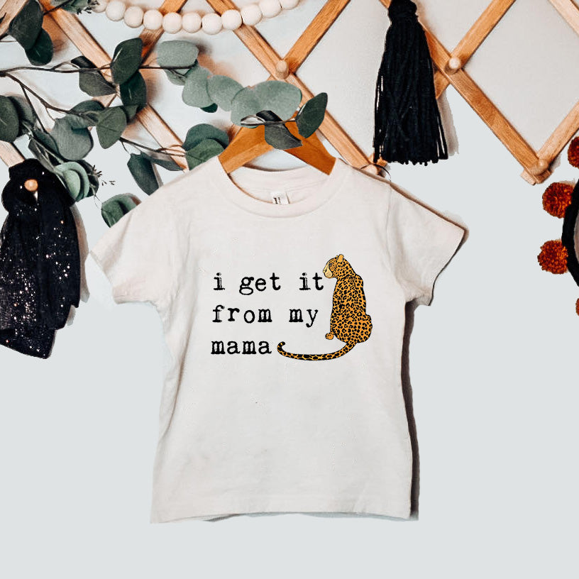 « SHE GETS IT FROM HER MAMA » UNISEX TEE