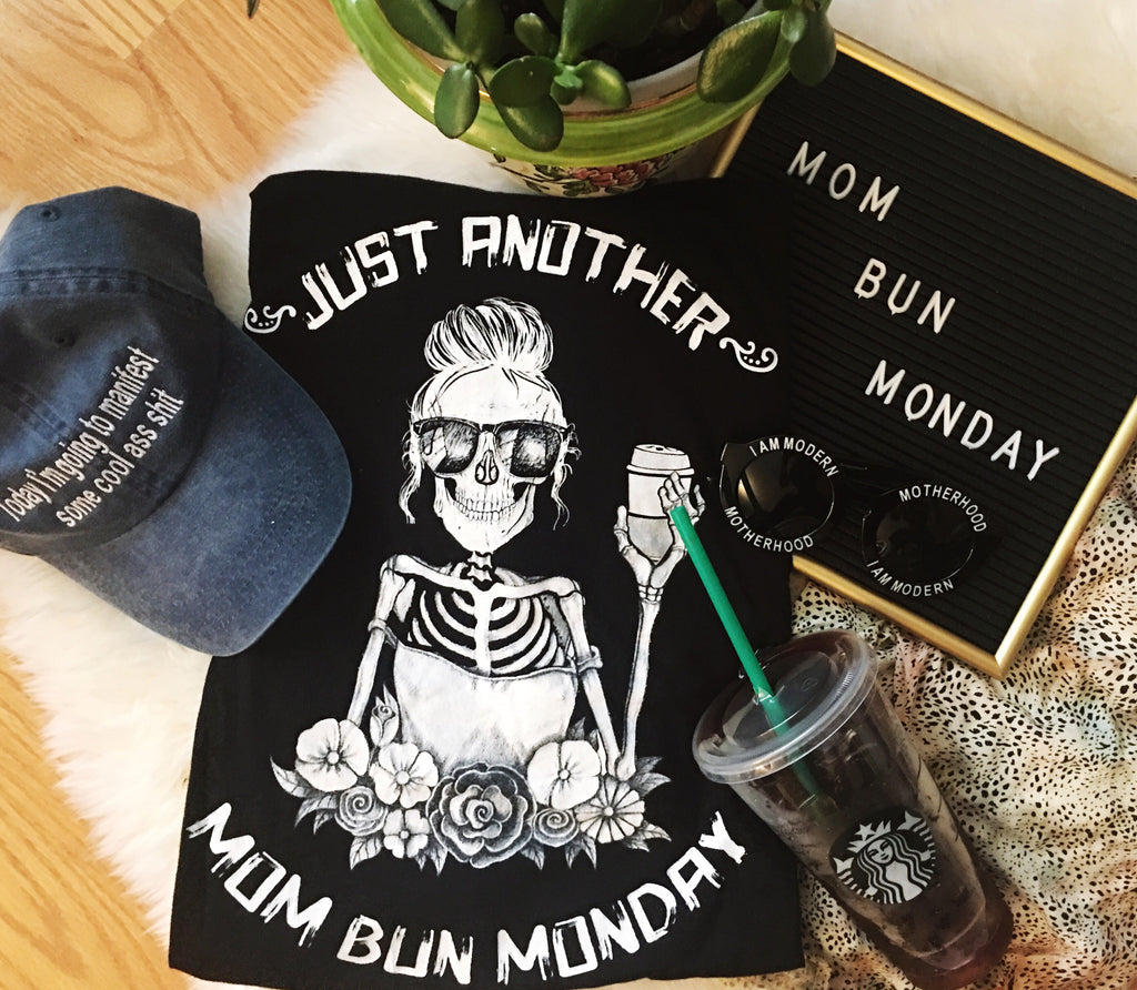 « JUST ANOTHER MOM BUN MONDAY » WOMEN'S SLOUCHY OR UNISEX TEE