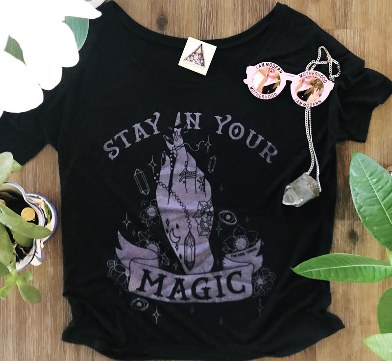 « STAY IN YOUR MAGIC AMETHYST SHIMMER » WOMEN'S SLOUCHY TEE