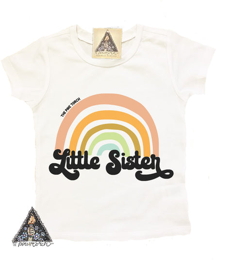 « LITTLE SISTER RETRO RAINBOW » KID'S TEE