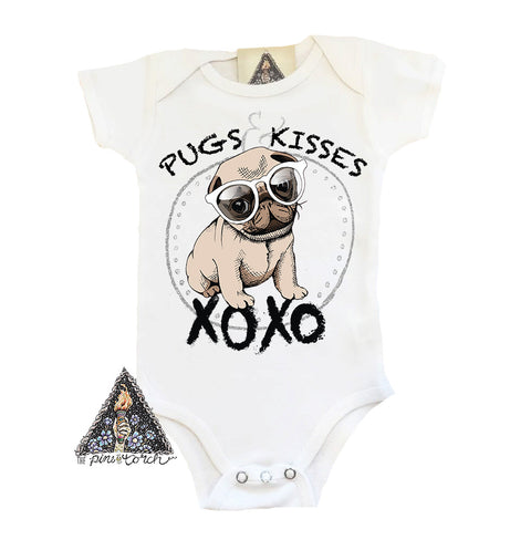 « PUGS AND KISSES » BODYSUIT