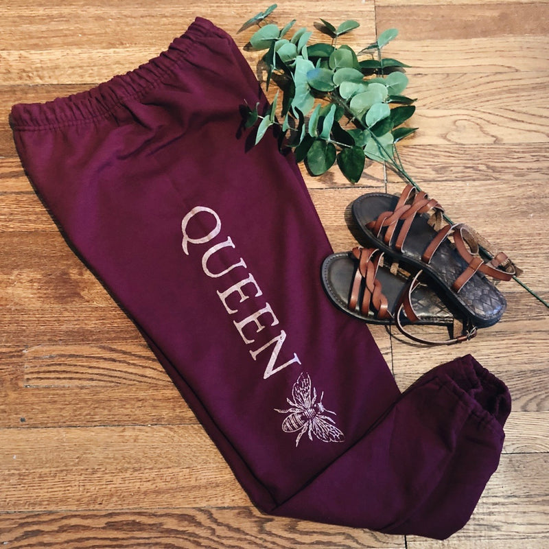 « QUEEN BEE JOGGERS » MAROON WITH WHITE INK