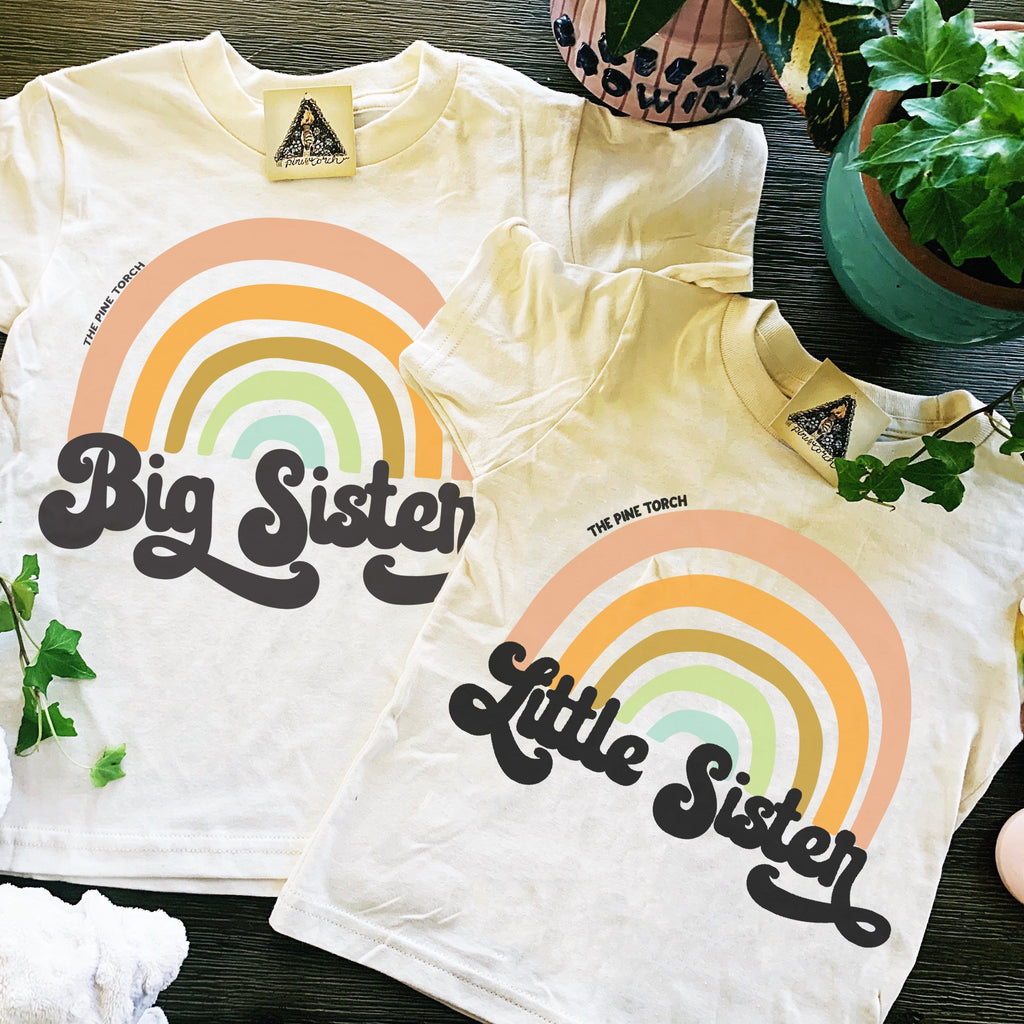 « BIG SISTER + LITTLE SISTER RETRO RAINBOW » KID'S TEE SIBLING SET