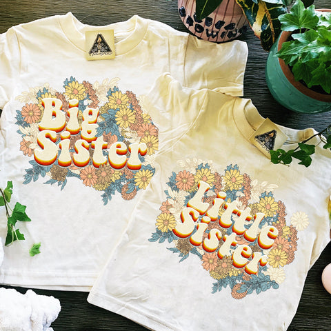 « BIG SISTER + LITTLE SISTER RETRO FLORAL » KID'S TEE SIBLING SET (WHITE TEES)