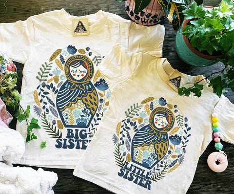 « BIG SISTER + LITTLE SISTER NESTING DOLL » KID'S TEE SIBLING SET