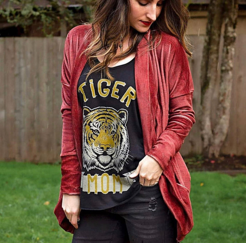 « TIGER MOM » WOMEN'S SLOUCHY OR UNISEX TEE