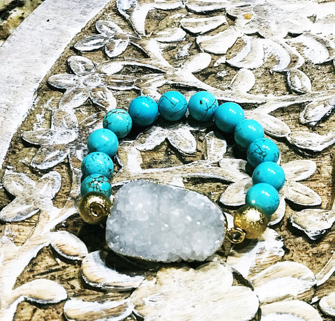 << GOLD PLATED AGATE DRUZY GEODE >> BLUE HOWLITE TURQUOISE BEADED BRACELET