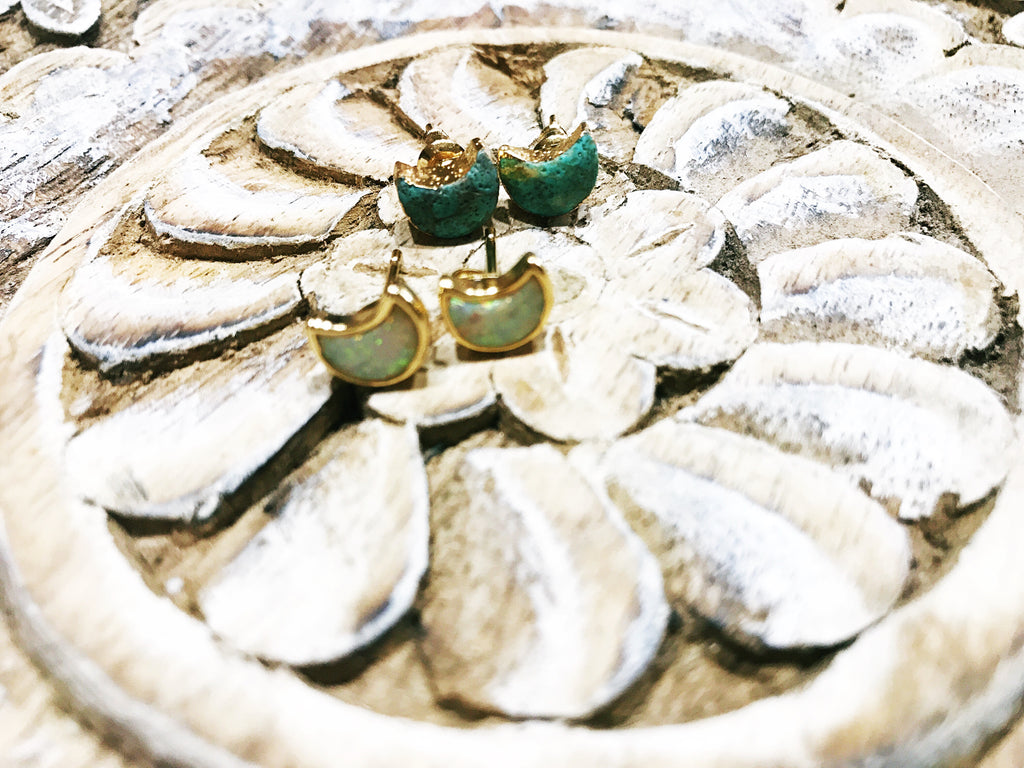 << GOLD PLATED TURQUOISE MOON >> STUD EARRINGS