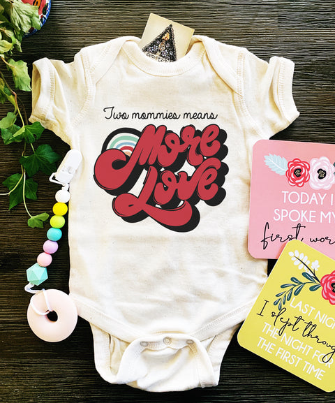« TWO MOMMIES MEANS MORE LOVE » BODYSUIT