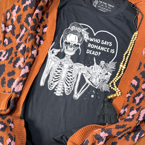 « WHO SAYS ROMANCE IS DEAD » UNISEX TEE