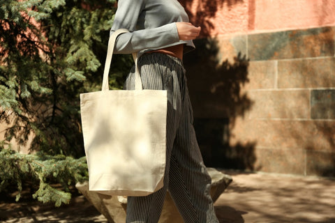 How to Style Cotton Tote Bags
