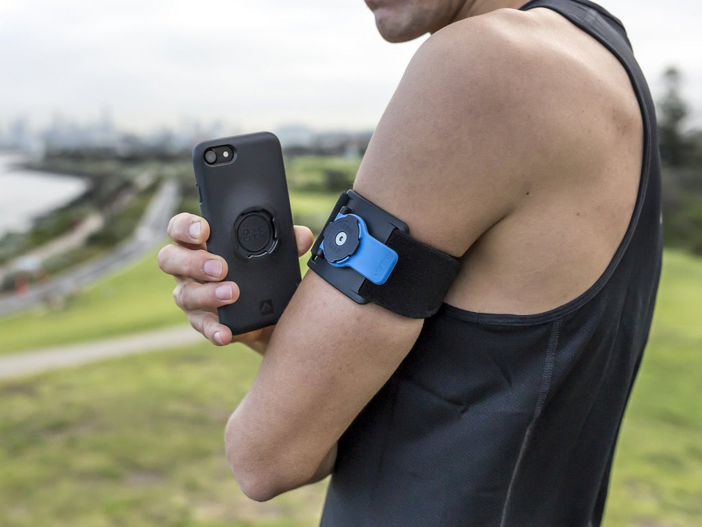 runner locking iPhone to armband