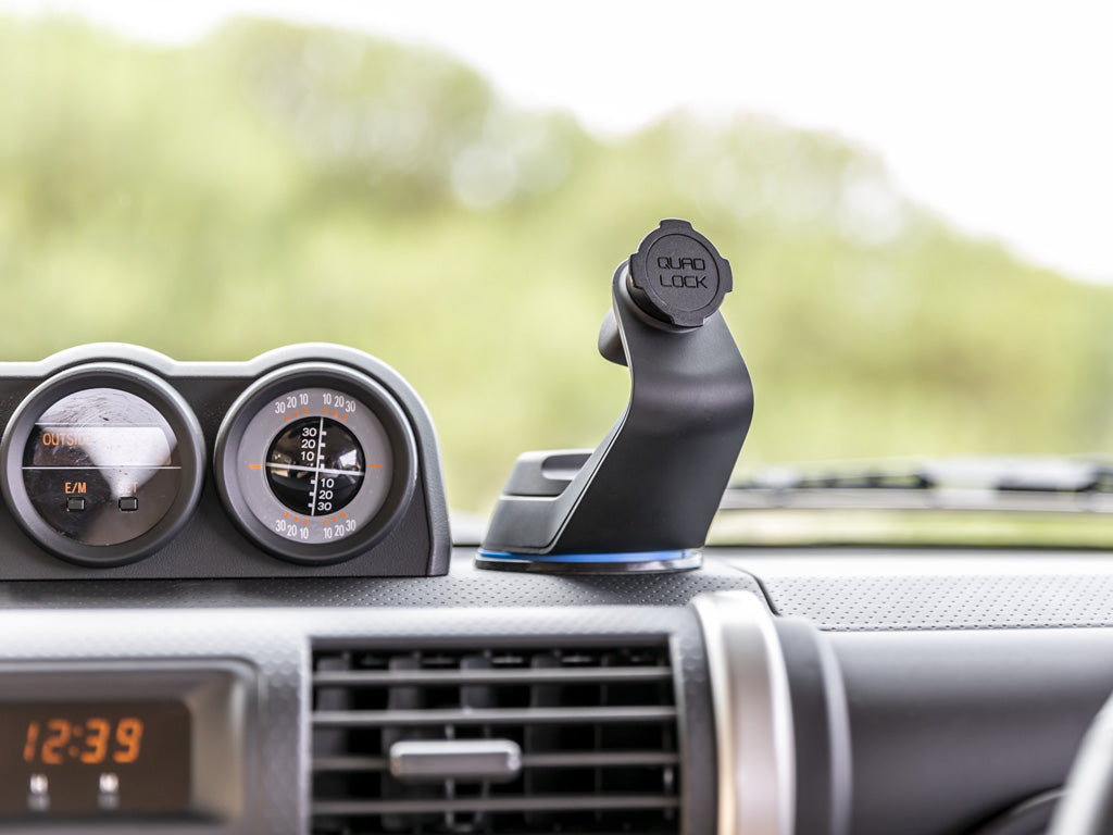 smartphone car mount on dashboard