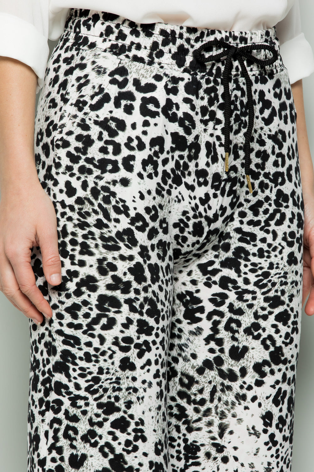 WHITE ANIMAL PRINT WIDE PANTS