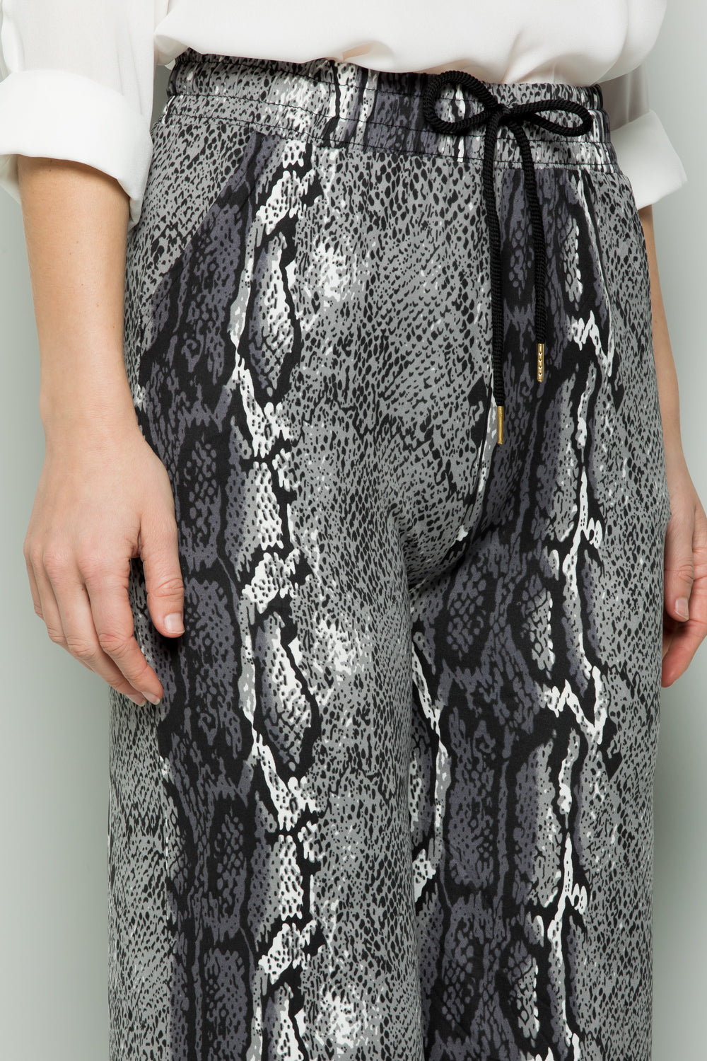 GREY SNAKE PRINT WIDE PANTS