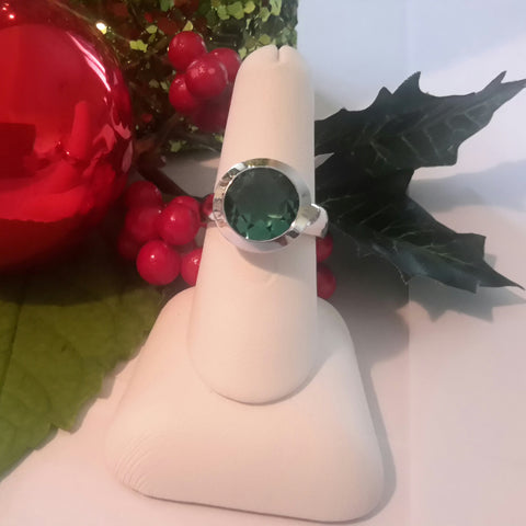 Stunning green quartz bezel set ring