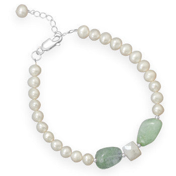 Pearl and aquamarine bead bracelet.