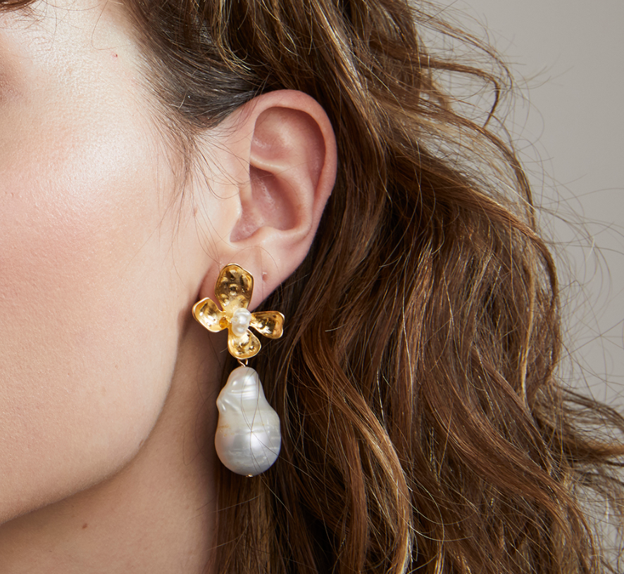 Jolie & Deen Flower Pearl Earrings
