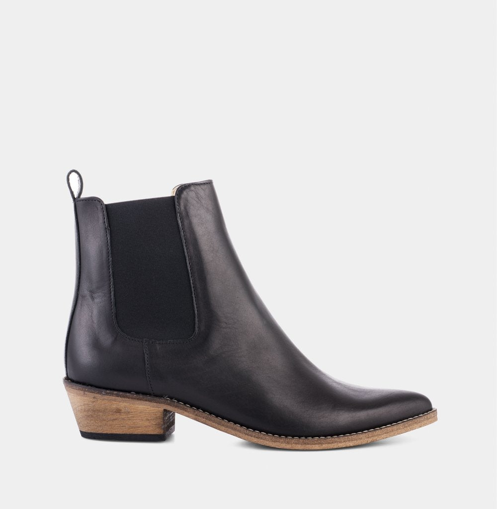 Ivylee Copenhagen Stella Black w Antique Sole Boot