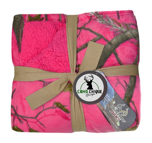 "Realtree Hot Pink Throw Blanket / Realtree APC Fuchsia 50""x60"" Fleece Sherpa Blanket"