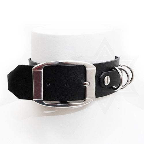 Wide buckle choker