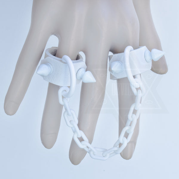 Pure white ring set