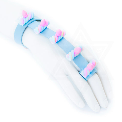 Marshmallow hand harness