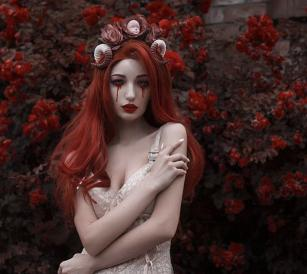 Bloody doll hairband*