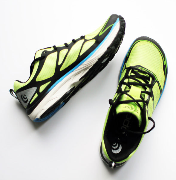 Zapatilla de running Topo Athletic Fli-Lyte en la parte superior y lateral