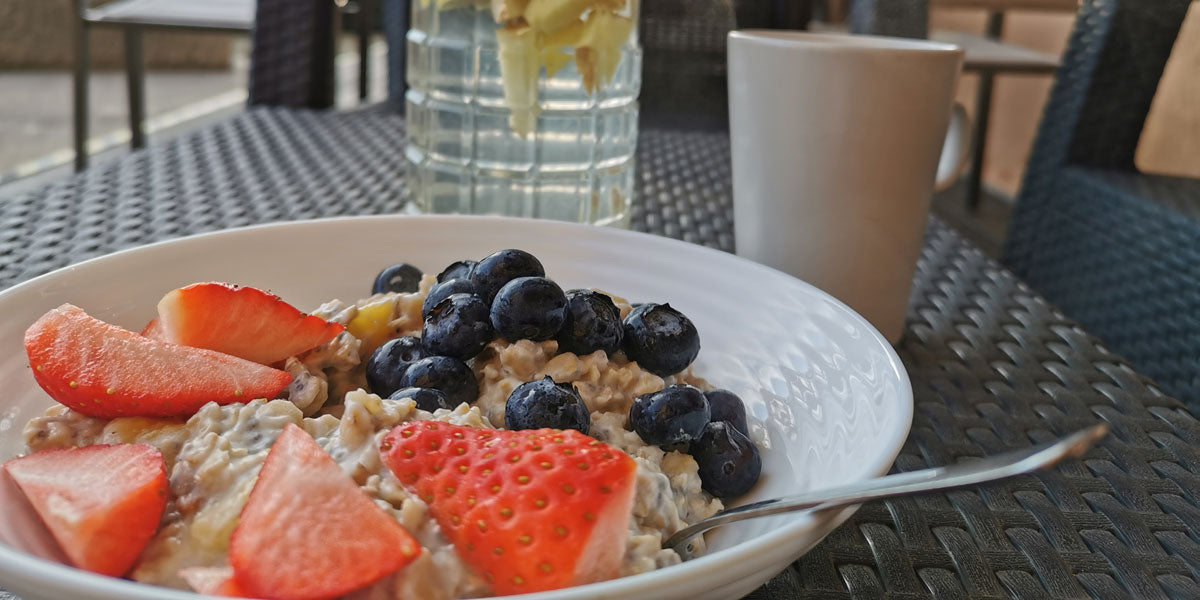 healthy breakfast fruit porridge oats
