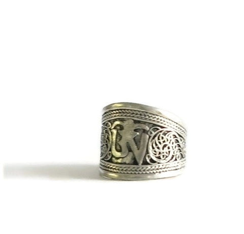 Mantra thumb ring