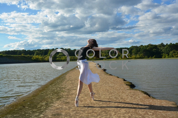 Ballet dancer on pointe, head back - set against the lake - Colorstock™  © Anna-Rhesa Versola  - diverse stock photos