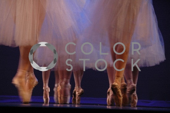 Ballet dancers in motion - on pointe - Colorstock™  © Anna-Rhesa Versola  - diverse stock photos