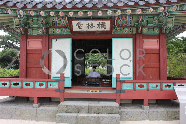 A building in the temple grounds, Joneka Percentie - Colorstock: diverse stock photos