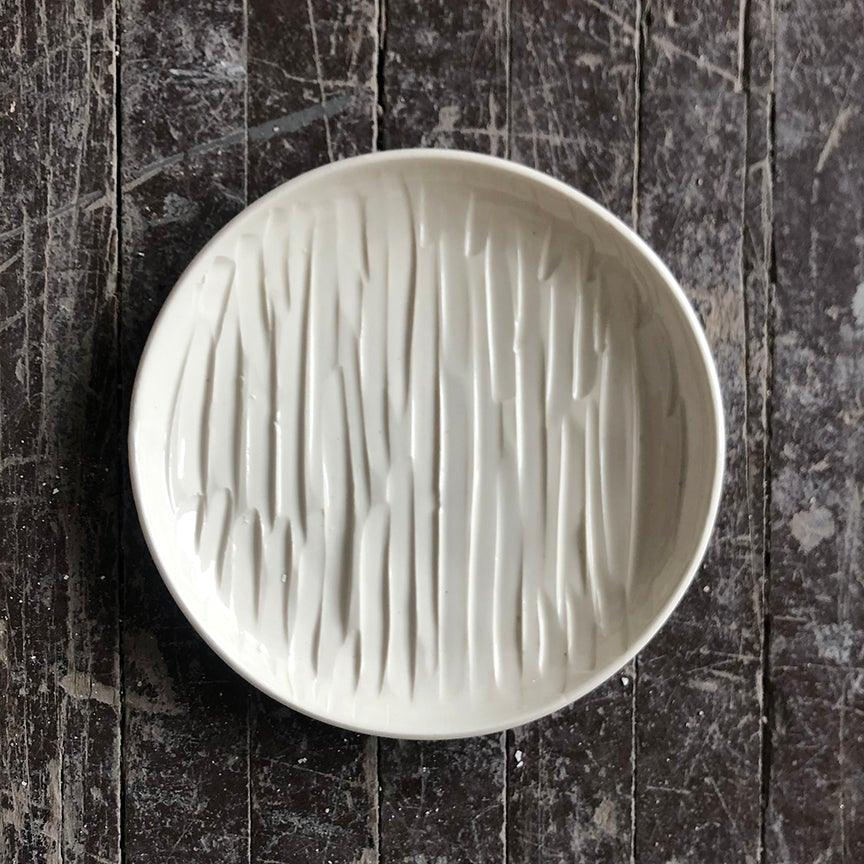 Chiseled Porcelain Plate - Cream