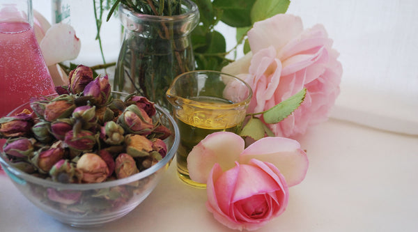 DIY Skincare Recipe :: Soothing Rosewater Eye De-Puffer